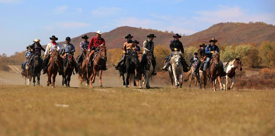 当一回牛仔,体验一下马背上的生活